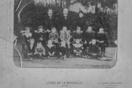 PHOTO CLASSE DE LA ROCHELLE 1901 1902 AVEC LE NOM DES ELEVES ET DES PROFESSEURS - Personnes Identifiées