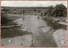 18 / SAINT-AMAND-MONTROND - Plage Et Pont Métallique Sur Le Cher (années 50) St - Saint-Amand-Montrond
