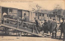 61 - CPA DOMFRONT Jour De Foire Embarquement Des Bestiaux - Domfront