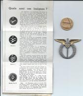 Lot D' Une Médaille  Et D'une Insigne De L' Armée De L'Air  ! Avec Une Page D'explication Sur Les Insignes - Armée De L'air