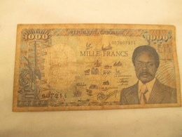 Billet De 1000 Francs Gabon  1986 Usagé Bien Voir Les Photos - Gabun