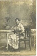 Carte Photo De Femme , Photo Bras à Montpellier , Datée 1917 - Personnages