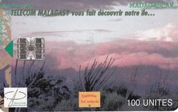 Madagascar 21 Telecom Malagasy 100u - Madagascar