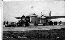 Sunbeam, Hillman Et Humber Sortant Le Nez D'un Bristol 170 Freighter Silver-City Airways   - CP - 1946-....: Modern Era