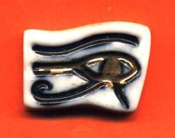 Feve Porcelaine De La Serie Egypte Dautrey 1992 - Cómics