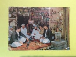 Peshawar A Tribal Gun Shop Near Peshawar West Pakistan écrite à Karachi Le 28/02/1972 Pour Brissac Quincé - Pakistan
