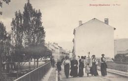 BOURG-MADAME (Pyrénées-Orientales) : Le Pont (groupe De Femmes) - France