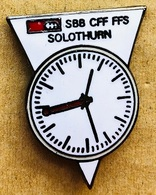 MONTRE - HORLOGE - SBB-CFF-FFS - TRAIN SUISSE - BANHOF SOLOTHURN - GARE DE SOLEURE - SCHWEIZ - SWISS - (23) - Pin's & Anstecknadeln