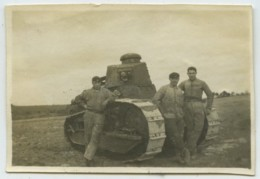 Soldats Devant Un Petit Char . - War, Military
