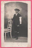 Cp Photo - Communiant - Communion - Missel - Chapelet - Garçon Au Chapeau - Boy - Brassard - Edit. R. GUILLEMINOT - Comuniones