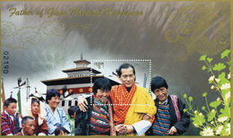 072.BHUTAN 2015 STAMP M/S FATHER OF GROSS NATIONAL HAPINESS, KING WANGCHUK. MNH - Bhutan