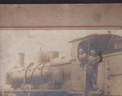 ¤¤  -  Cliché Albuminé Collé Sur Carton De Cheminots Conduisant Une Locomotive  - Voir Description  -  ¤¤ - Matériel