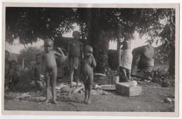 Photo Originale Années 30 GUYANE Maroni Apatou Village Famille Femme Enfants Garçon Nu Nude - Guyane
