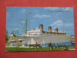 Queen Of Bermuda At Hamilton Has Stamp & Cancel  >   Ref 3740 - Paquebots