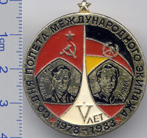252 Space Soviet Russia Pin  INTERKOSMOS USSR-Germany 5 Anniversary - Space