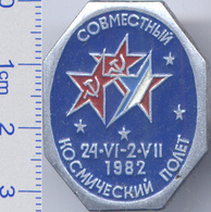 400 Space Soviet Russia Pin.  INTERKOSMOS USSR-France 1982 - Space