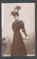PIN UP Du Début Des Années 1900 Tout En Dentelle Bijoux Et Grand Chapeau à Plumes élégance Et Charme  PHOTO Carte - Pin-Ups