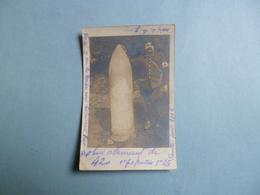 Carte Photo Obus De 420 Allemand Avec Militaire  Infirmier En Présentation  -  1915  -  Armement  - - Guerre 1914-18