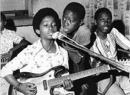 Photo Guinée Bissau Groupe Pop En Répétition 1980ss - Afrique