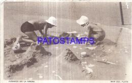 124971 ARGENTINA MAR DEL PLATA BEACH PLAYA JUGANDO EN LA ARENA BREAK POSTAL POSTCARD - Argentina
