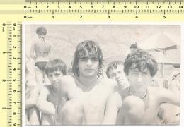 REAL PHOTO Beach Boys Guys Group - Plage Mecs Garcons Groupe ORIGINAL SNAPSHOT VINTAGE PHOTOGRAPH - Anonyme Personen