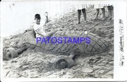 125034 ARGENTINA MAR DEL PLATA COSTUMES AUTOMOBILE CAR ARENA AND BOY YEAR 1954 PHOTO NO POSTAL POSTCARD - Argentina