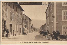 Culoz  01   La Rue Du Rhone  Tres Tres Animée -Voiture_Café Et Epicerie Avec Pompe A Essence - Autres Communes