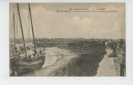 ILE D'OLÉRON - Marais Salants - Le Sel Est Chargé Sur Le Bateau De Transport - Ile D'Oléron