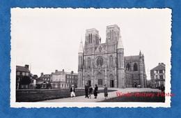Photo Ancienne Snapshot - AVRANCHES ( Manche ) - Devant L'Eglise - Magasin D' Antiquités - Plaatsen