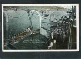 CPA - La Vie Du Marin - Mise à L'eau D'une Baleinière, Animé - Guerre