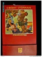 POC1    002    CREDIT LYONNAIS   50 X 33   Signé Paulin, Tracteur Mas  Chasseur Femme .  Poche à Courrier  Banque - Pappschilder