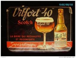POC1    009   .BIERE VILFORT  40 SUPER ATOMIQUE  TOLE DE 34 X 24  VOIR ETAT - Licores & Cervezas