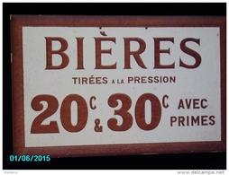 POC1    014   . BIEREs  Tirees  RARE  CARTON DUR DES BISTROTS DE 1900   50 X 30 PARFAIT ETAT - Alkohol