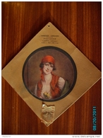 CAL298   CALENDRIER  1918. BONNETERIE  FOULQUIER FEMME.MANNEQUIN ROSES. VETEMENTS MAISON LAFONT  A  LYON 24 X24 BONNET. - Groot Formaat: 1901-20
