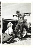 James DEAN & Elizabeth Taylor Dans Géant 1955. Les Douze De Schirmer, Cpm - Artistes