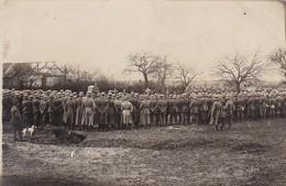 AK Foto Formation Deutsche Soldaten Bei Begräbnis - Soldatengräber - 1. WK  (45226) - Oorlog 1914-18
