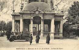 MARSEIILE  Ascenseurs De N D De La Garde La Gare De Départ Belle Voiture RV - Notre-Dame De La Garde, Aufzug Und Marienfigur
