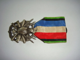 Médaille Militaire Française Oublier Jamais - Francia