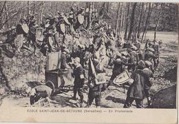 VERSAILLES  Ecole St Jean De Béthune En Promenade - Versailles