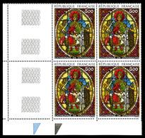 N°2363b, Vitrail Jaune Au Lieu De Vert En Bloc De Quatre Coin De Feuille, SUPERBE (certificat)  Qualité: **  Cote: 2000 - Errors & Oddities