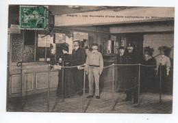 PARIS - LES GUICHETS D'UNE GARE SOUTERRAINE DU MÉTROPOLITAIN - METRO PARISIEN - Stations, Underground