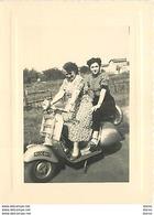 Photo - Femmes Sur Un Scooter (format 8 X 10,5 Cm) - Foto