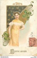 WW BONNE ANNEE. Femme, Champignons Et Trèfles Carte Gaufrée 1906 Style Mucha Coins Fatigués... - Nouvel An