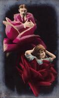 PHOTOMONTAGE - SURRÉALISME / SURREALISM : FEMME-ROSE Et HOMME-ROSE / MAN And WOMAN In ROSES - GG Co ~ 1910 - RRR (ad363) - Unclassified