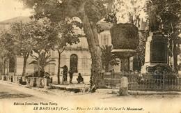 83 - Le Bausset (Beausset) - Place De L'Hotel De Ville Et Le Monument - Le Beausset