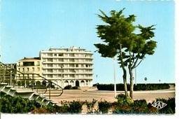 Postal Canet-Plage. La Place. Ref. 7-fra274 - Francia