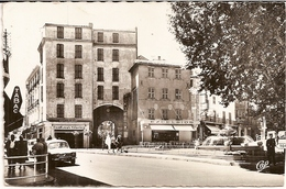 1H10  ---  83   HYERES LES PALMIERS  Porte De La Rade, Place Clémenceau - Hyeres