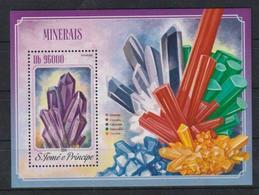 M315. Sao Tome & Principe - MNH - 2014 - Nature - Minerals - Bl. - Plants