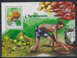 T711. Guinea-Bissau - MNH - 2014 - Nature - Minerals - Bl. - Plants