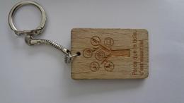 Porte-clefs En Bois (Parce Que Le Bois C'est Essentiel) - Otras Colecciones